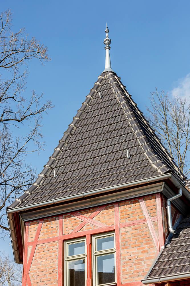 Gartenvilla-NM_04-AussŸenansicht-Turm-Spitze